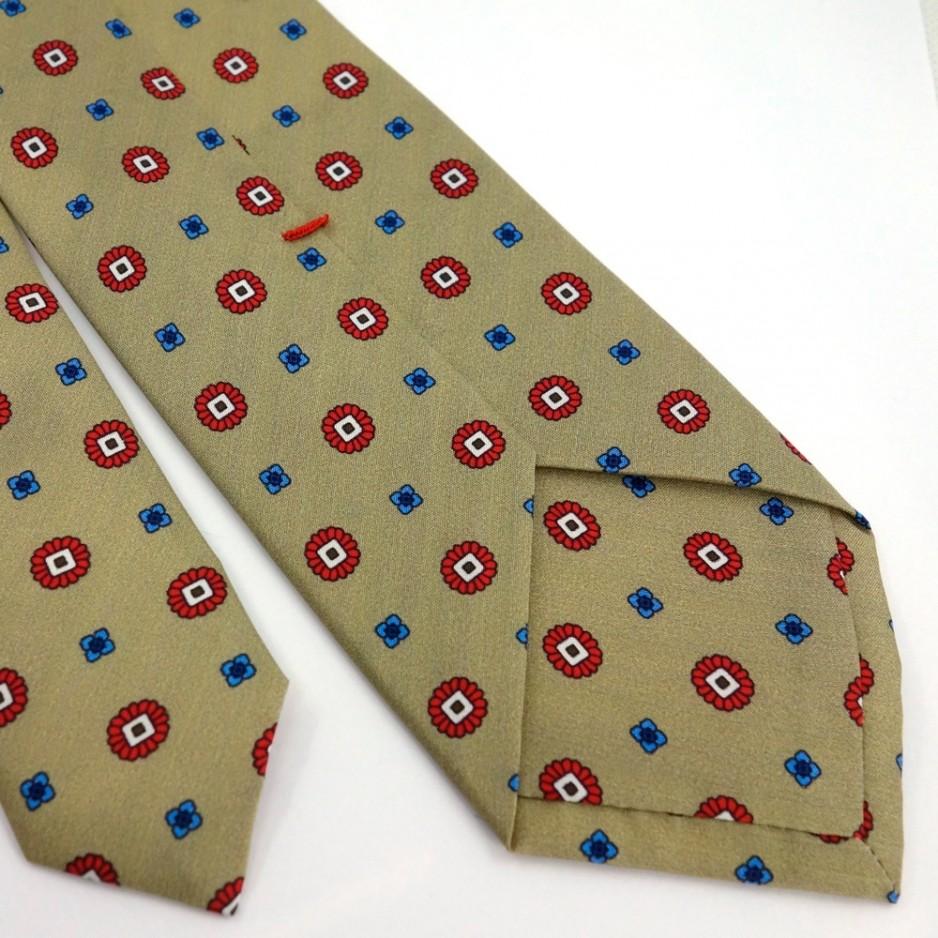 Cravate beige à petits imprimés rouges et bleus