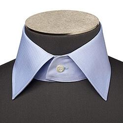 Photo d'un col de chemise napolitain boutonné