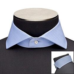 Photo d'un col de chemise italien très ouvert
