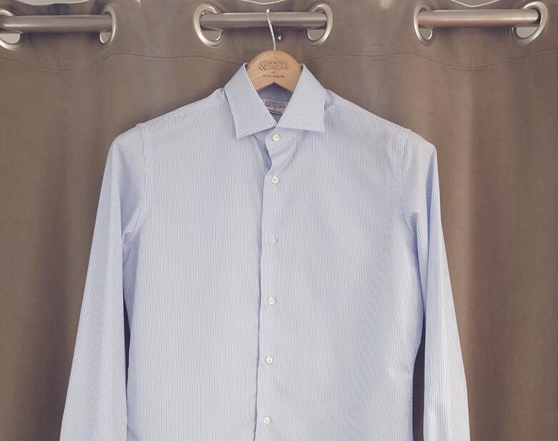 Photo chemise sur cintre