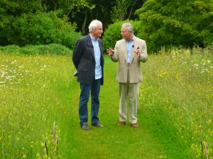 Photo Yann Arthus Bertrand avec le Prince Charles