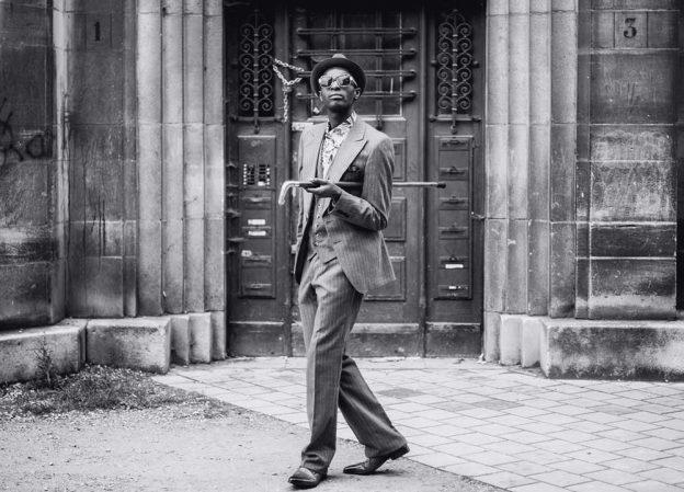 Les sapeurs de Brazzaville dans le clip de Solange