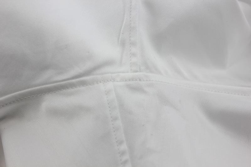 chemise emmanchure décalée
