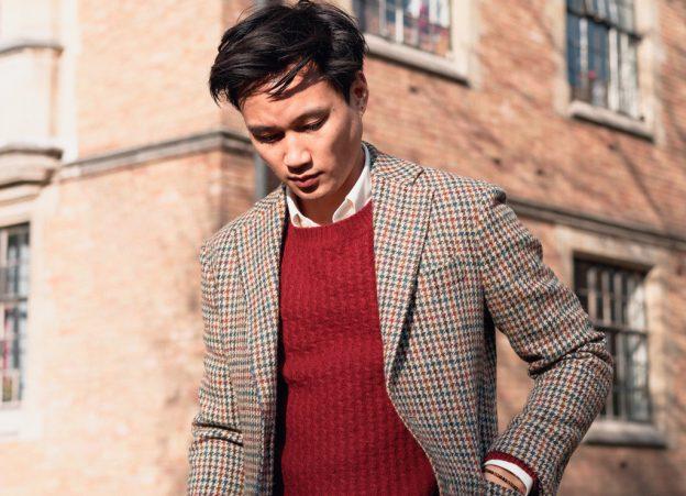 Une veste en tweed et une chemise en coton laine
