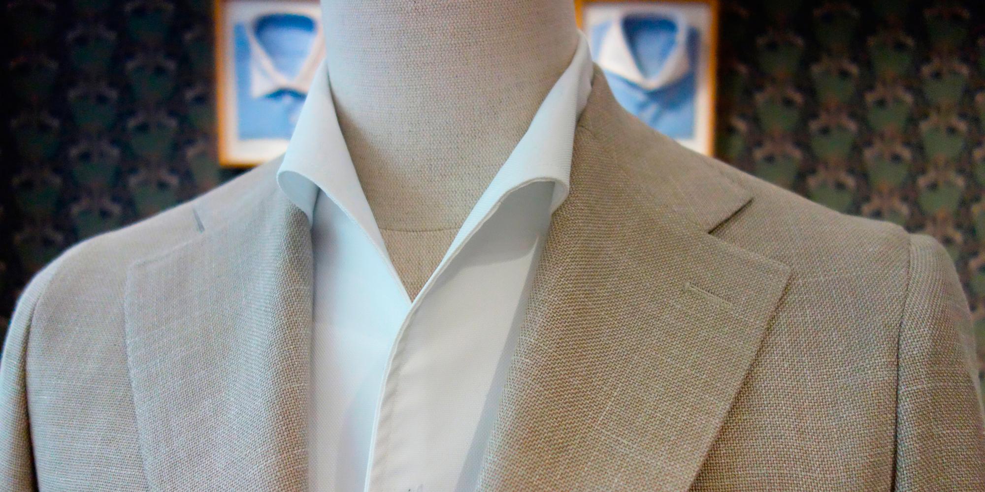 La chemise blanche au col Miami