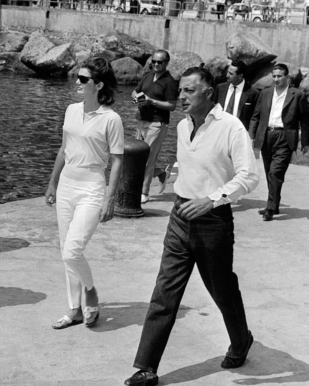 Gianni-Agnelli-Jackie-Kennedy-giro-inglese