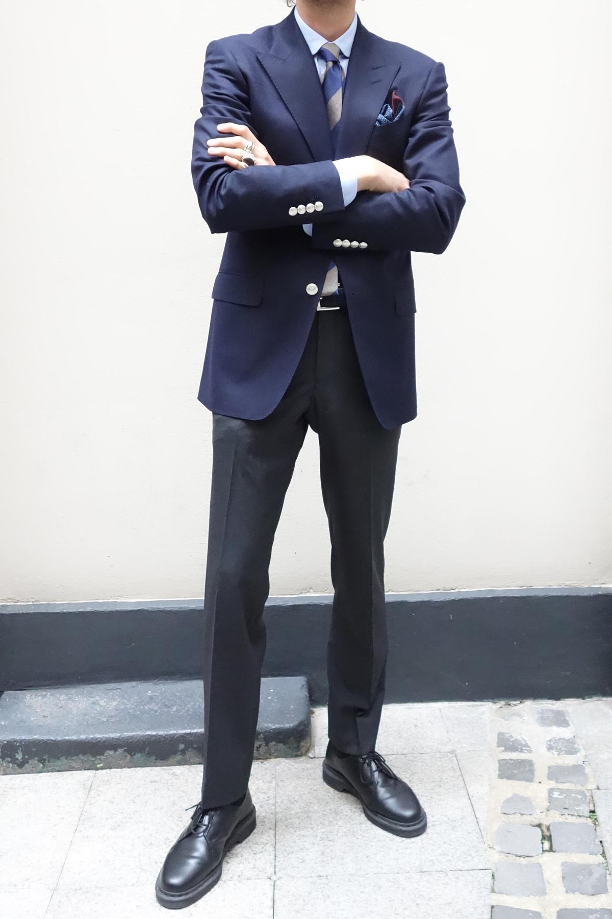look-swann-et-oscar-veste-bleu marine pantalon flanelle grise